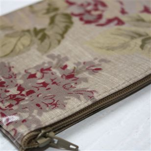 Vintage floral oilcloth cosmetic bag au maison bathroom for Au maison oilcloth